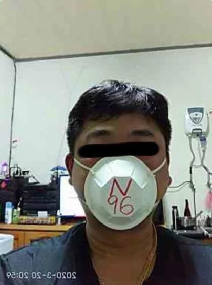 ▲更有眼尖的人發現這個口罩的秘密,「原來把畫面倒過來口罩一樣是 N96 呢,看來爸爸真的超專業」。(圖/翻攝自《 Dcard 》)