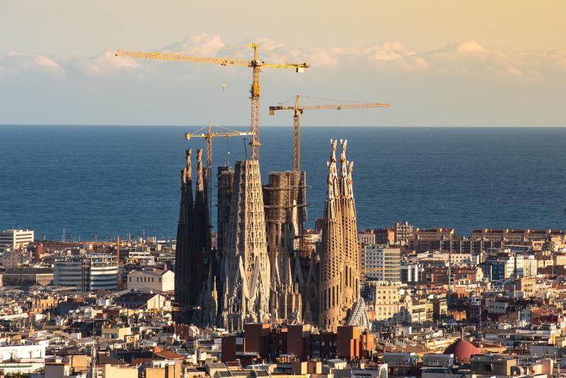 ▲有網友在 PTT 貼文提到有關案 170、189 夫婦倆赴西班牙旅遊,出國時間點曝光,立刻掀起網友論戰。(示意圖/翻攝自 Pixabay )