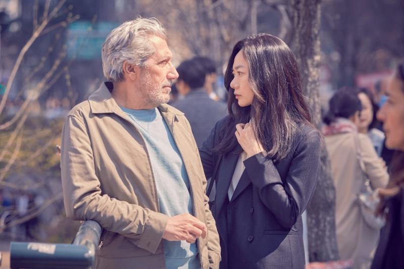 002【緣來想見妳】劇照_本片由裴斗娜(右)、亞倫夏巴(左)領銜主演