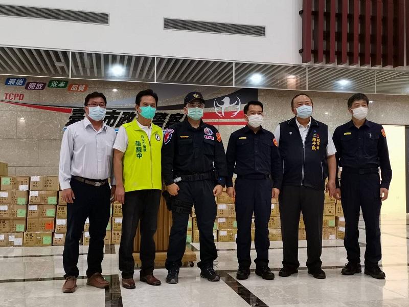 資源回收公會贈中警六千<b>護目鏡</b> 員警多一層抗疫防護罩
