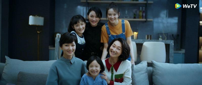 <br> ▲趙雅芝(前左一)惠英紅(前右一)與周迅(後中)演出《不完美的她》。(圖 / WeTV提供)