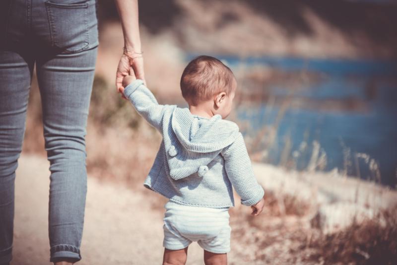 ▲美國喬治亞州近日發生 1 起母親在隔離過程中不幸死亡,幼兒陪伴母遺體 10 多小時的悲痛事件。示意圖非本人。(圖/取自 Pixabay )