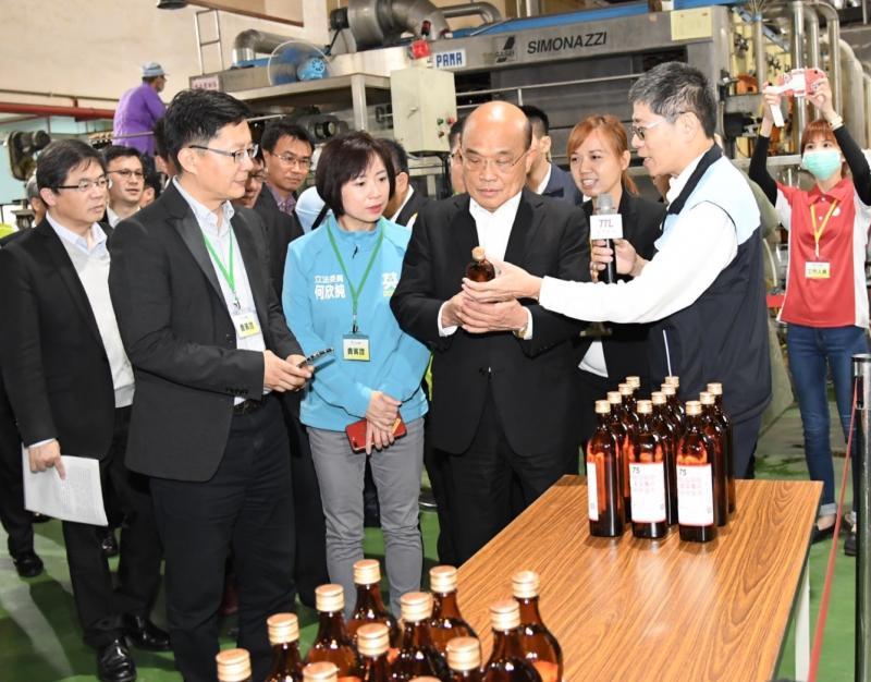 <b>台酒</b>賣出817萬瓶防疫酒精 蘇貞昌:同舟一命對抗疫情