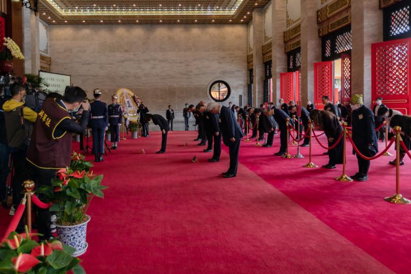 蔡英文總統29日主持「109年向先祖暨忠烈殉職人員致祭」。(圖 / 總統府提供)