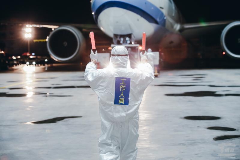 「類包機」再接湖北台人返台 陳時中:發燒不能登機