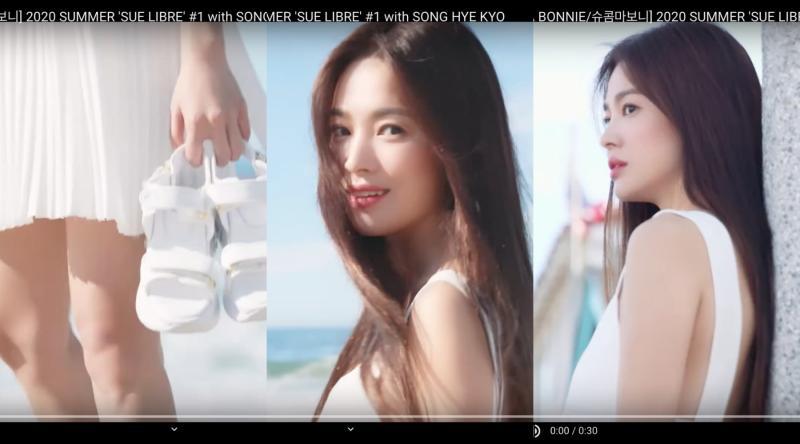 ▲宋慧喬在海邊拍服飾廣告。(圖/suecomma bonnie YouTube)