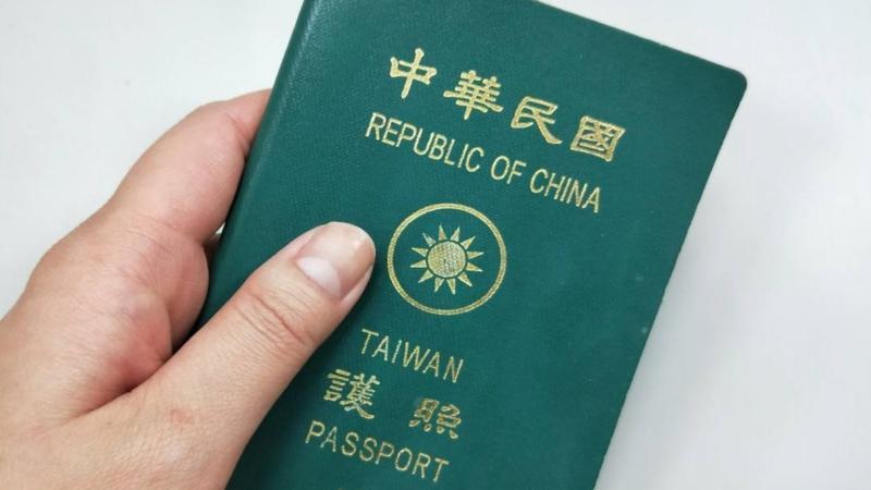 ▲時代力量民調顯示,74%民眾支持將護照英文名稱改為「TAIWAN」。(圖/翻攝香港01)