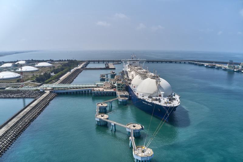 中油首艘碳中和天然氣船抵台  碳排相抵24萬公噸