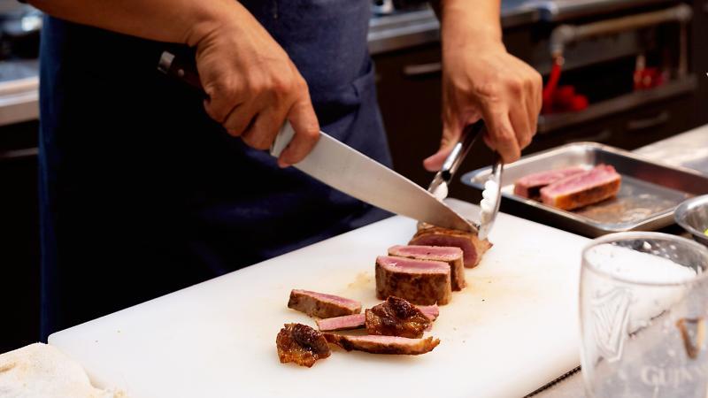 <br> ▲ 主廚王鴻均以創新思維推出猶大獅廚「防疫套餐」。(圖/記者陳美嘉攝)