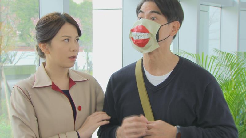 <br> ▲翁家明(右)的口罩,許多粉絲敲碗要買。(圖 / 民視提供)