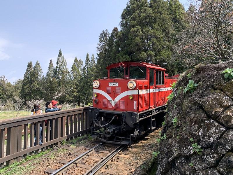 阿里山林業鐵路自4月2日起將要求旅客全程配戴口罩。