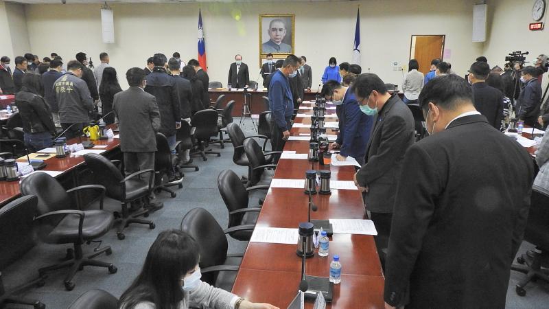 國民黨主席江啟臣1日主持中常會,會議一開始全體默哀一分鐘追念辭世的郝柏村和王文燮。(圖/記者陳弘志攝)