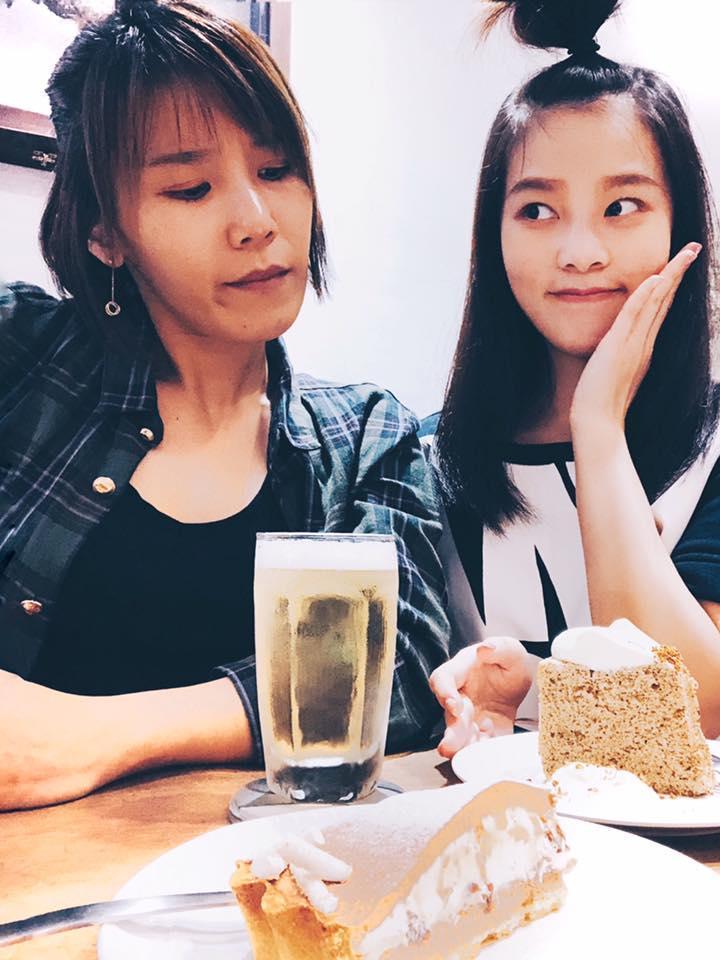 <br> ▲李佳歡(右)和姊姊李佳薇從小感情就好。(圖/翻攝臉書)