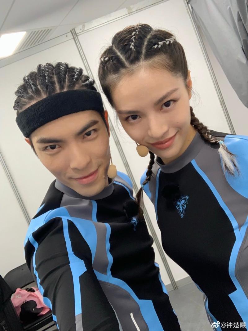 <br> ▲蕭敬騰(左)與鍾楚曦長超像。(圖 / 翻攝蕭敬騰微博)