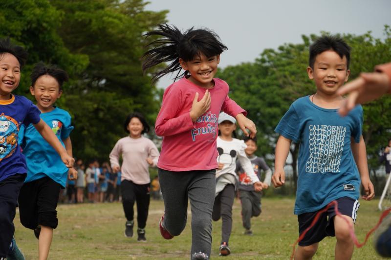 <br> ▲不怕校園群聚!香田國小奔跑慶祝兒童節。(圖/記者陳雅芳攝,2020.04.02)