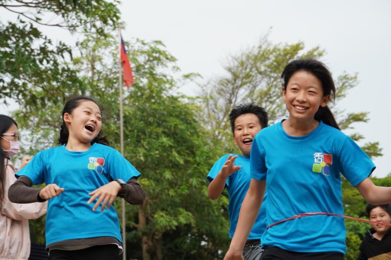<br> ▲慶祝兒童節,香田國小舉辦了個人賽的人人賽跑,還有團體賽的大隊接力。(圖/記者陳雅芳攝,2020.04.02)
