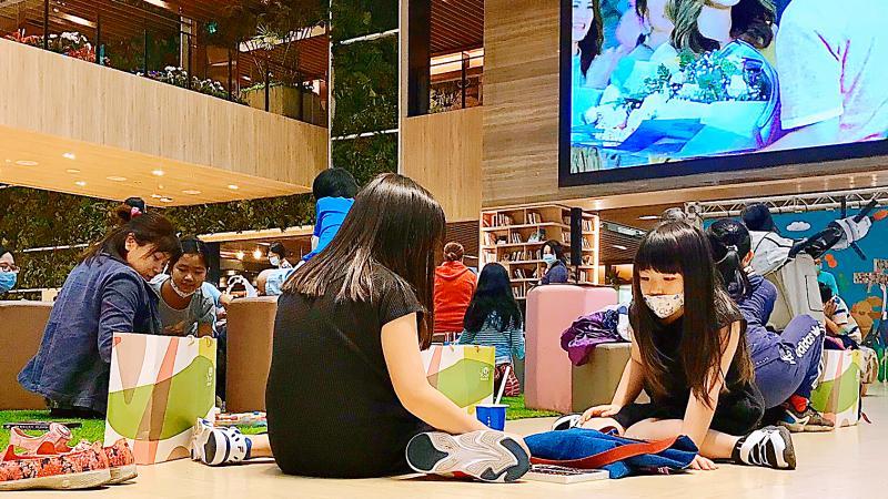 ▲悦誠廣場舉辦「綠能想像.明日創作」彩繪活動。(圖/ 悦誠廣場提供)