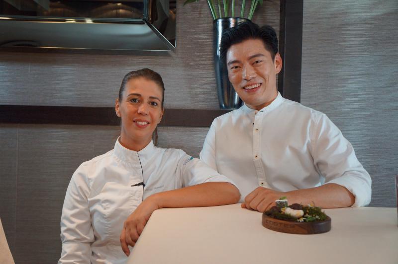 ▲王凱傑(右)與大廚Eszter Palagyi主廚合照。(圖/亞洲旅遊台)