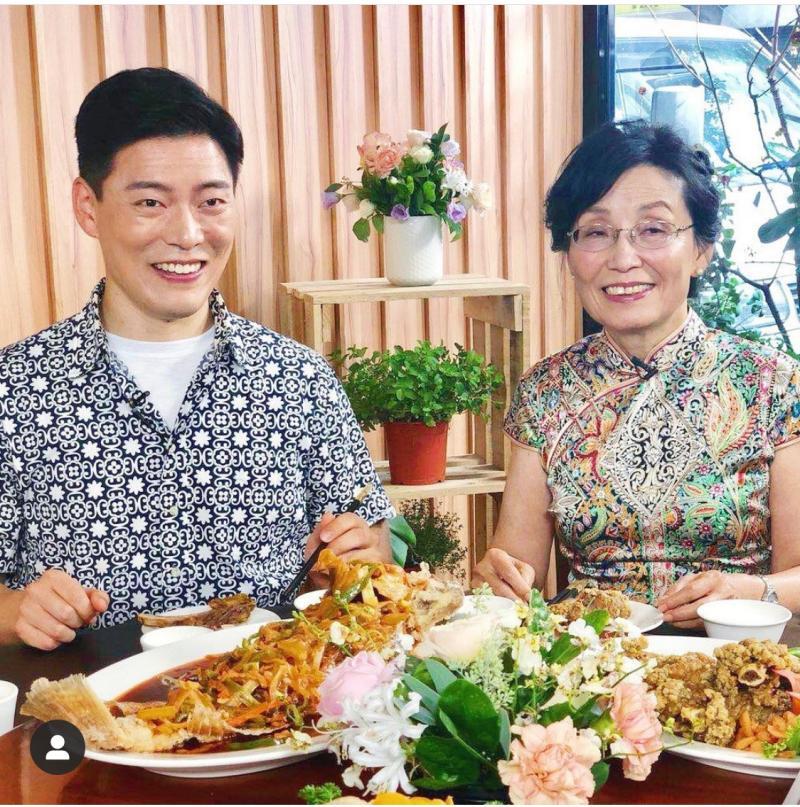 <br> ▲王凱傑的媽媽(右)思想開明。(圖/翻攝IG)