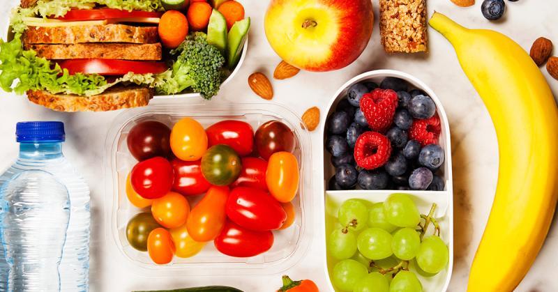 空腹食用水果可能因為肝臟轉化酶來不及將水果中的果糖轉換為葡萄糖,導致體內血糖突然飆升,引發頭暈目眩。(圖/ingimage)