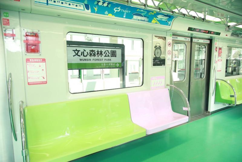 ▲台中捷運綠線車廂設備。