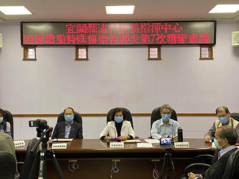 宜蘭縣政府宣布,明(8)日起進入縣府及府外機關之員工及民眾全面配戴口罩