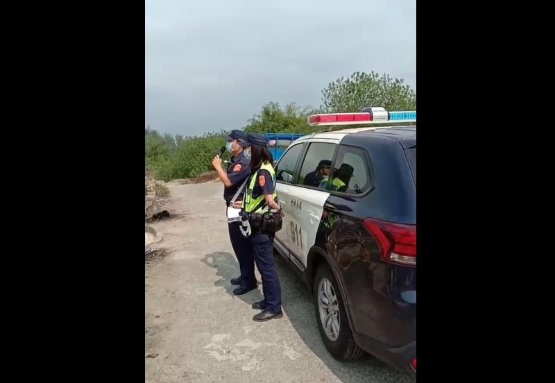 警察對先人廣播宣導防疫 民眾納悶:警察通天眼了?