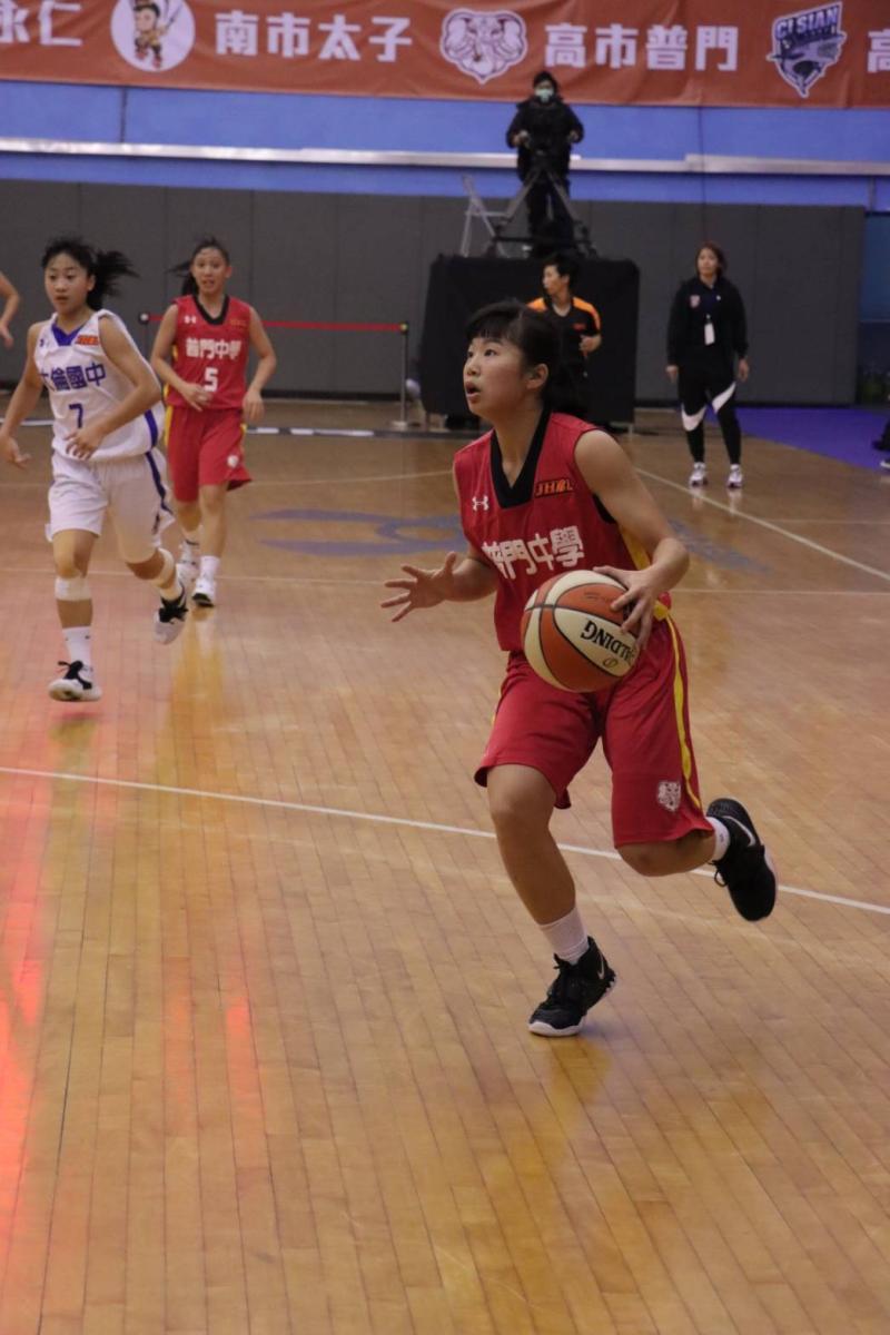JHBL/普門小跑車<b>張汶</b>突破能力威猛 教練希望她多看籃框