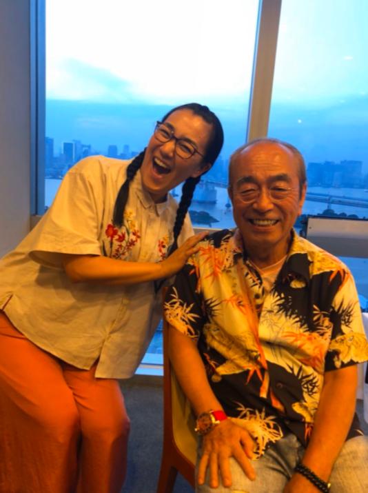 <br> ▲白鳥久美子(左)上月底悼念志村健。(圖/白鳥久美子部落格)