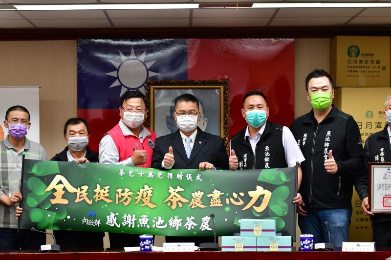 慰勞第一線防疫人員 茶農自發捐贈13萬茶包