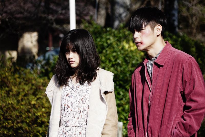 <br> ▲窪田正孝(右)片中邂逅小西櫻子。(圖/車庫娛樂)