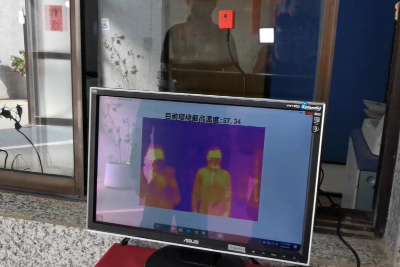 金門農工資訊科發揮所學 自行研發「體溫監測器」效果好
