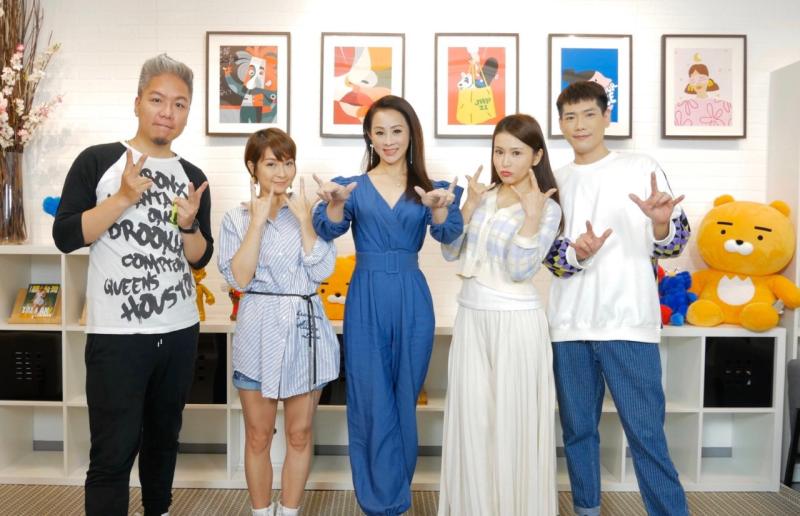 ▲李珞晴(左二至右)、兵家綺、德馨日前上網路節目《娛樂超skr》。(圖 / 民視提供)