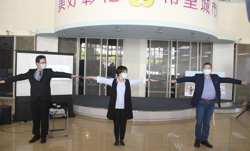 <br> ▲彰化縣長王惠美希望強化民眾對「室內1.5公尺、戶外1公尺」的社交距離印象。(圖/記者陳雅芳攝,2020.04.10)
