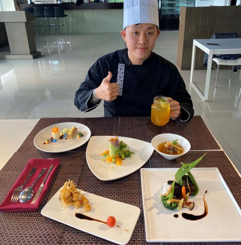 <br> ▲廚藝系師生共同設計出防疫養身套餐。(圖/記者蘇榮泉攝影)