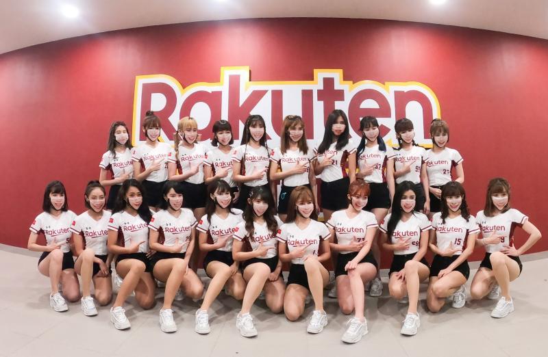 ▲樂天女孩Rakuten Girls為了防疫都戴上口罩。(圖/記者葉政勳攝 , 2020.04.11)