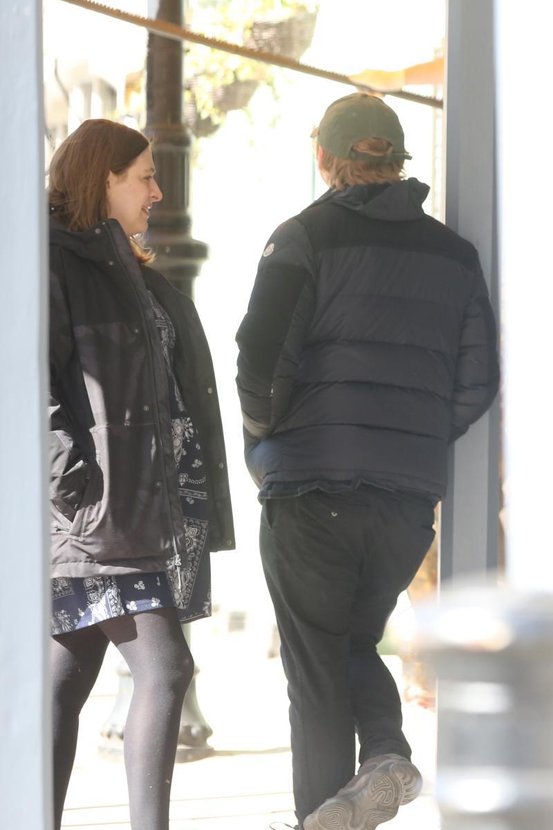 ▲魯伯特和喬琪亞(左)逛街被拍到。(圖/達志影像)