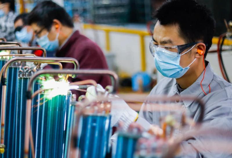 <br> ▲中國大陸工廠內,正在工作的工人。(示意圖/翻攝自日經新聞)