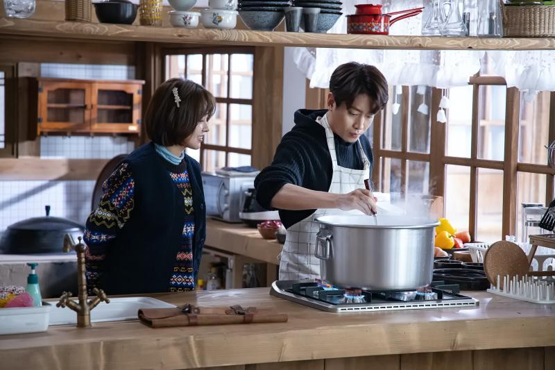 0412 Eric(右)說自己最近的拿手菜是韓式「泡菜鍋」。(圖:friDay影音提供)