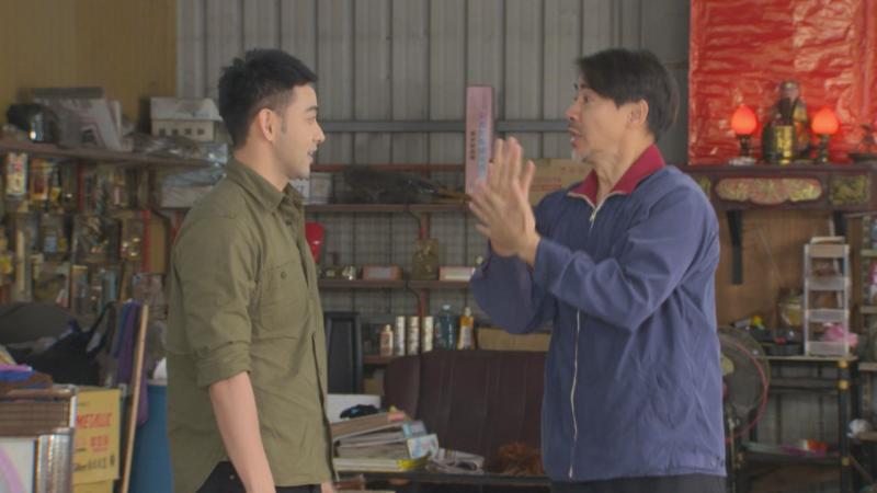 <br> ▲翁家明(右)在劇中大跳洗手舞。(圖 / 民視提供)
