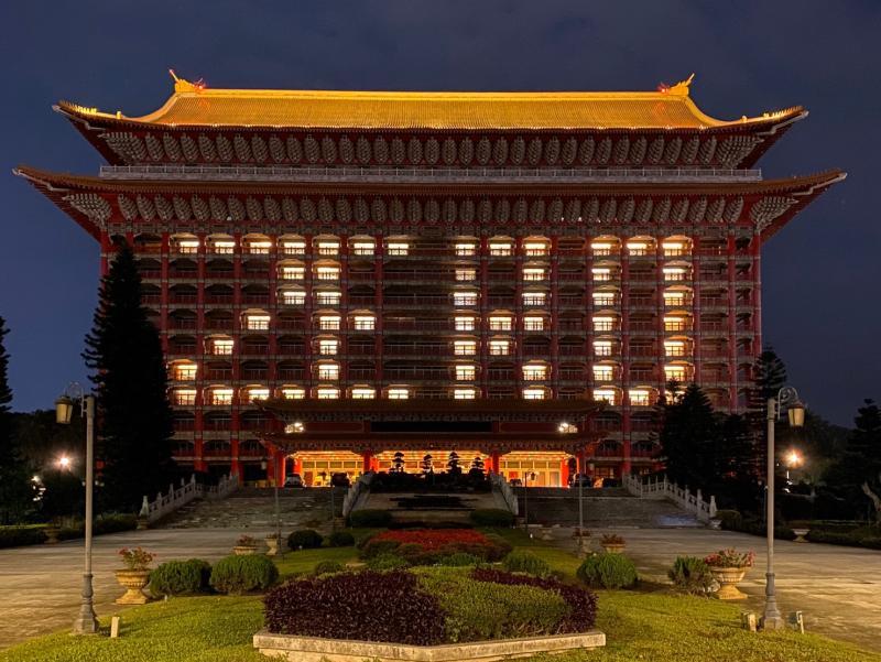 台灣再度0確診 飯店<b>點燈</b>「ZERO」告訴全世界