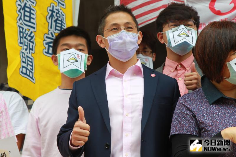 ▲十八歲公民權推動聯盟召開記者會強烈呼籲立法院啟動兩
