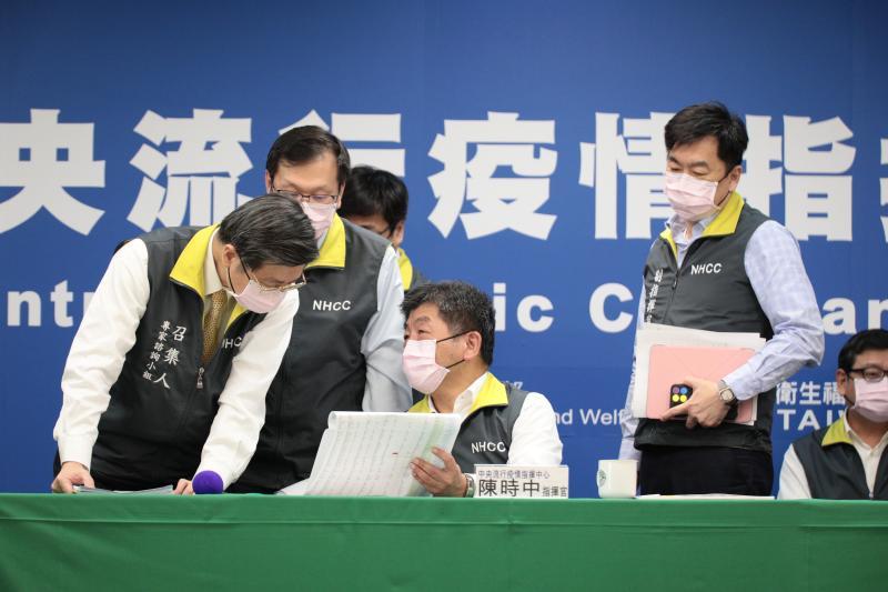 ▲中央流行疫情指揮中心再召開例行記者會。(圖/指揮中心提供)