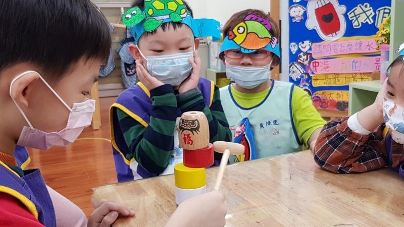 <b>兒童節</b>遇疫情!新北市幼兒園發想創意 潑水節搬進教室玩