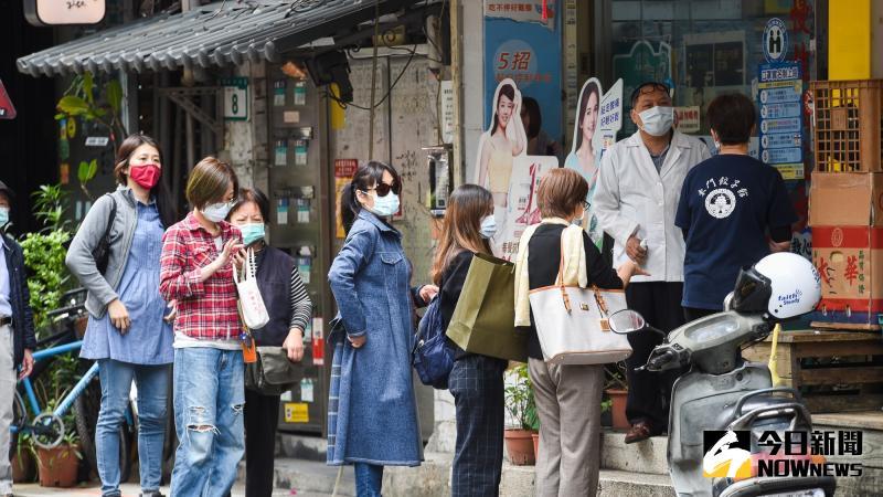 ▲新冠肺炎肆虐全球,口罩成為人人必備用品。(圖/NOWnews資料畫面)