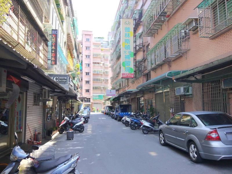 NOWNEWS0417_蘆洲三民高中站周邊的公寓一樓受歡迎,交易單價高