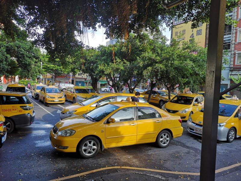 急出門「忘戴口罩」能上計程車?結局暖炸:台人素質超高