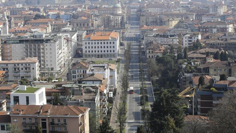 ▲貝加莫市是義大利新冠肺炎重災區,所幸疫情逐漸緩和。(圖/翻攝自 Euronews)