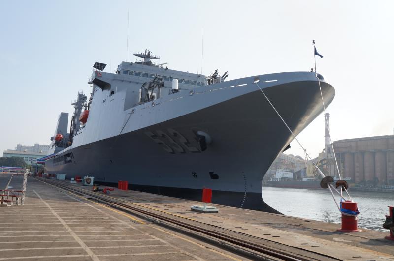 磐石艦上27名官兵染疫,國防部長嚴德發22日立法院專案報告。