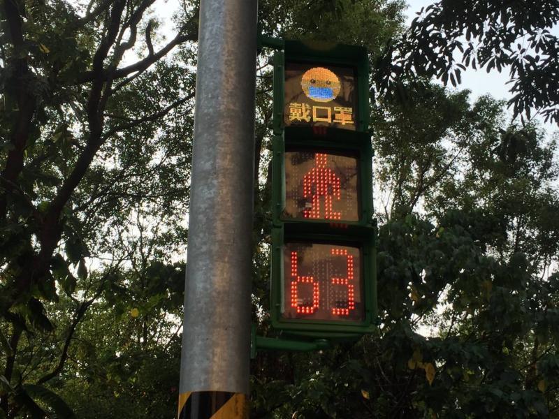 中市首推放大版號誌燈 乍見戴口罩「<b>小綠人</b>」好吸睛